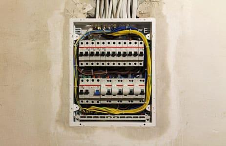 Ugradnja ili zamena celokupne elektro instalacije